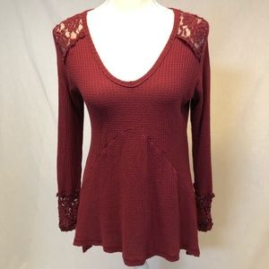 Burgundy long sleeve shirt small lace sleeves